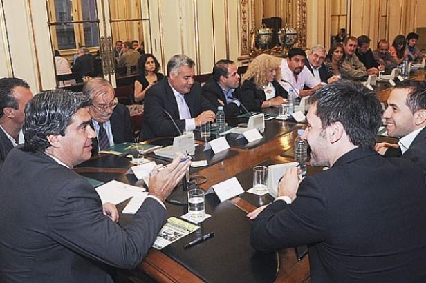 Capitanich Suscribió Convenios con 15 municipios Chaqueños entre ellos Fuerte Esperanza