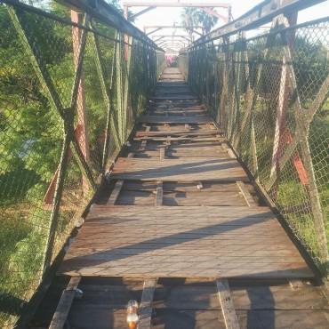La Pasarela del ferrocarril y el abandono de los espacios públicos