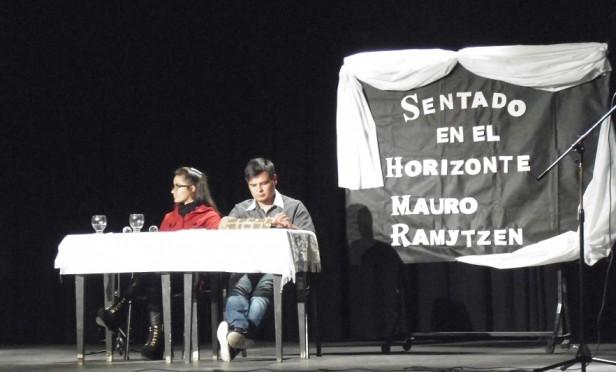 """Se presentó el libro """"Sentado en el Horizonte"""" de Mauro Martínez (Ramitzen)"""