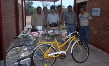 """Bicicletas y libros para el Anexo de la EEP N° 558 """"La Tala"""""""