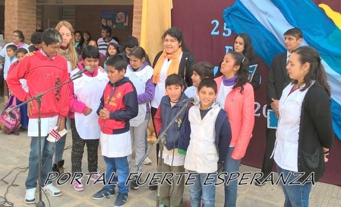 """La Escuela Especial deslumbro con su coro en el """"acto del 25 de mayo"""""""