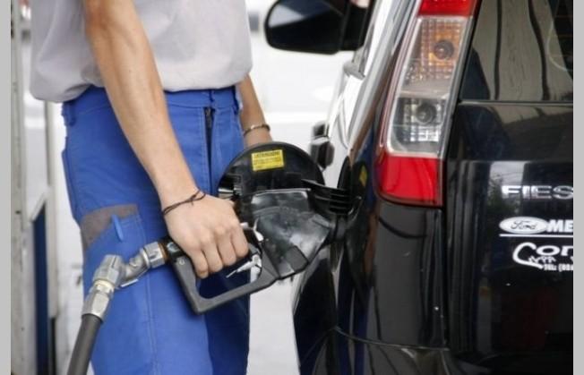 Las naftas tendrían aumentos mensuales de 3% entre julio y marzo