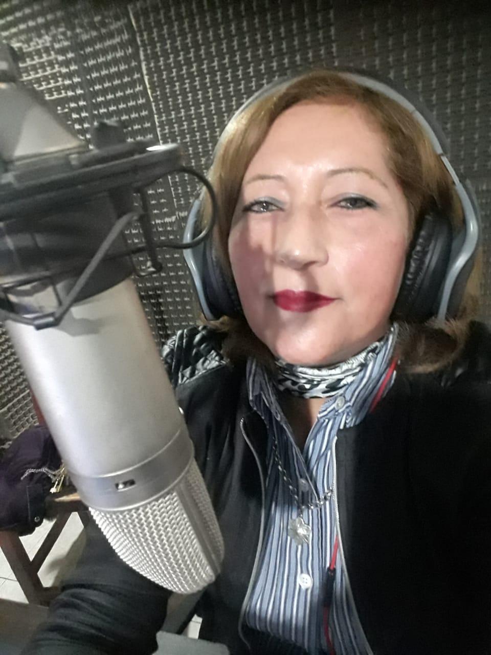 Elva Pavón, periodista, locutora y corresponsal   Día del Periodista
