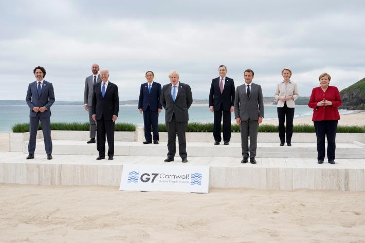El G7 promete donar 1.000 millones de dosis de vacunas y limitar la inversión en carbón