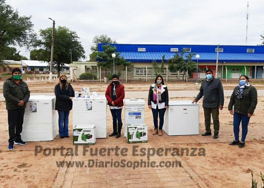 Fundación Chaco Solidario: Se hizo entrega de Equipamientos para las Instituciones Educativas de Fuerte Esperanza y Rurales.