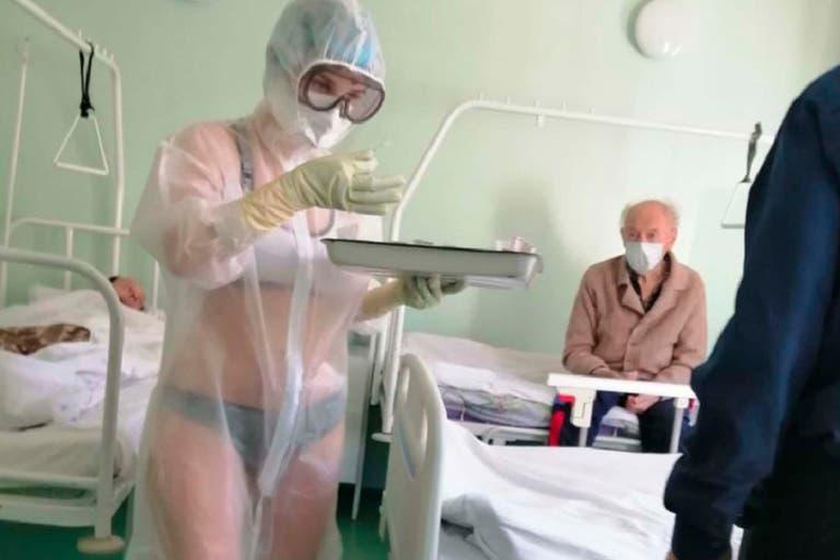 La enfermera que luchó sin ropa contra el Covid-19 ahora triunfa como modelo