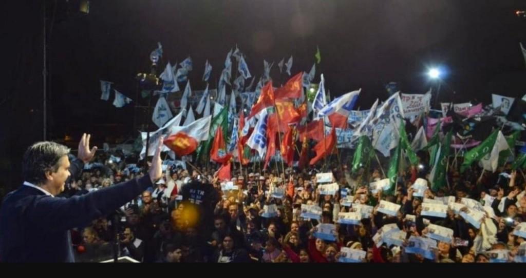 Capitanich cerró su campaña ante una multitud en Barranqueras