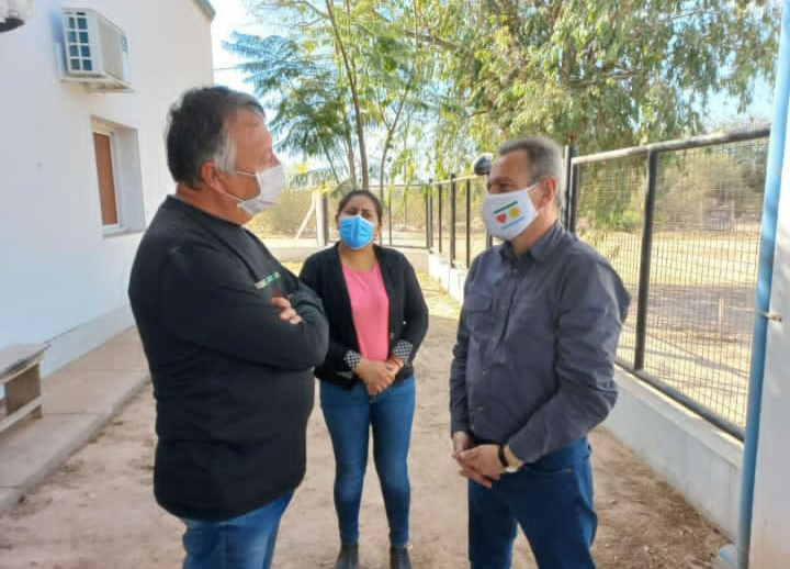 Comandancia Frías: El Médico de Guardia, Mariano Cisneros recibió a Bergia y hablaron de los posibles focos de Rabia.