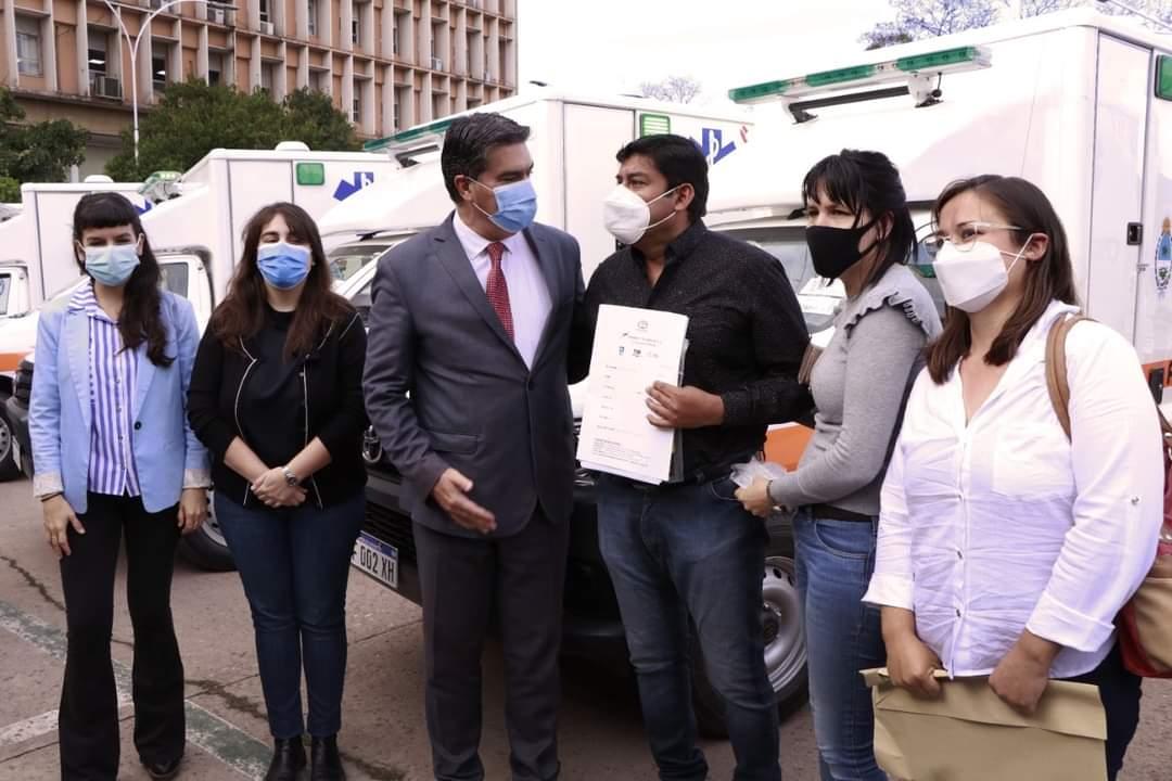 Comandancia Frías: El Gobernador de la Provincia de Chaco entregó un ambulancia para la localidad.